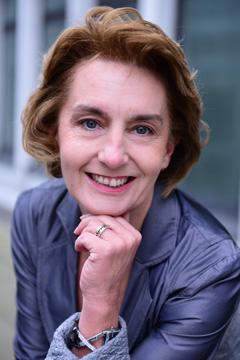 Frau Isabelle Coudert
